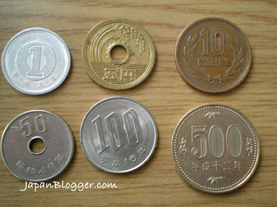 [Photo of Japanese coins]